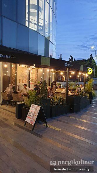 Foto Eksterior di Fortis Coffee Hive
