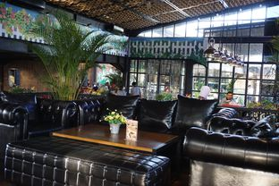Foto 23 - Interior di ROOFPARK Cafe & Restaurant oleh yudistira ishak abrar