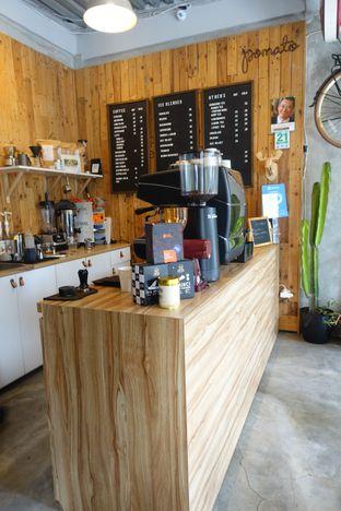 Foto 8 - Interior di Pomato Coffee oleh inggie @makandll