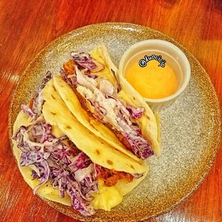 Foto 4 - Makanan(Betutu Tacos) di Ombe Kofie oleh duocicip