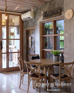 Foto 5 - Interior di Jiwan Coffee & Things oleh Darsehsri Handayani