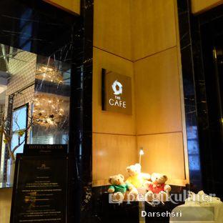 Foto 13 - Interior di The Cafe - Hotel Mulia oleh Darsehsri Handayani