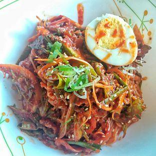 Foto 3 - Makanan(Gogi Bibimguksu Beef spicy noodle ) di Noodle King oleh duocicip