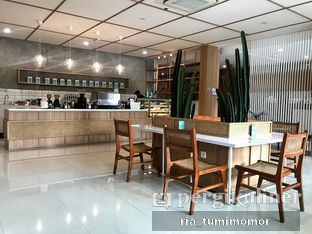 Foto 8 - Interior di Dailydose Coffee & Eatery oleh riamrt