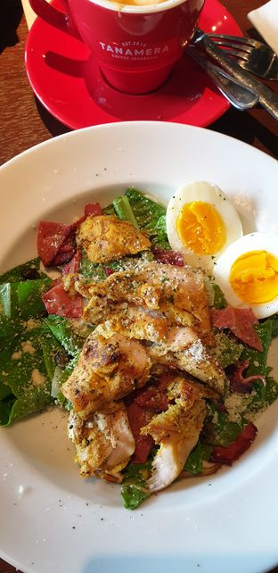 Foto 2 - Makanan(Caesar Salad) di Tanamera Coffee Roastery oleh Henny Adriani