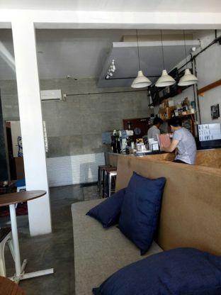 Foto 2 - Interior di Ruang Temu Coffee & Eatery oleh Atikah Joban