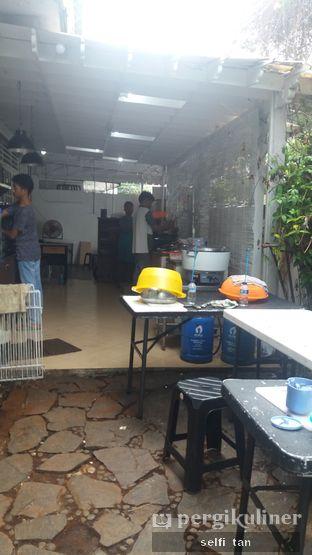 Foto 3 - Interior di Laopan Coffee oleh Selfi Tan