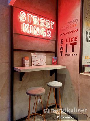 Foto 2 - Interior di Street Kings oleh Darsehsri Handayani