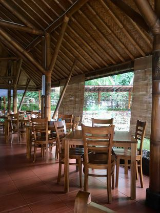 Foto 19 - Interior di Gubug Udang Situ Cibubur oleh Prido ZH