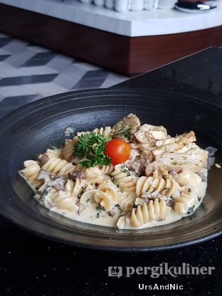 Foto 3 - Makanan di Portable Kitchen & Lounge - Hotel Leisure Inn Arion oleh UrsAndNic