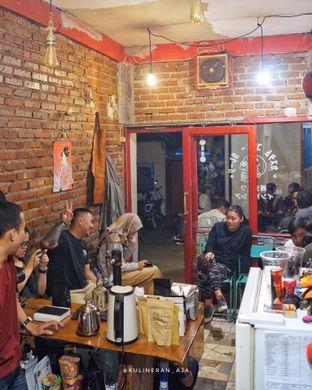 Foto 2 - Interior di Custom Coffee Garage oleh @kulineran_aja