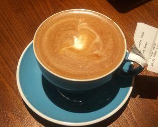 Foto 2 - Makanan(Hot Cappucino (IDR 32k) ) di The People's Cafe oleh Renodaneswara @caesarinodswr