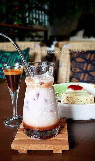 Foto 2 - Makanan(Rasberry Layered Coffee Mocha) di First Crack oleh Avien Aryanti