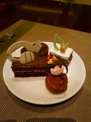 Foto 3 - Makanan di The Cafe - Hotel Mulia oleh ig: @andriselly
