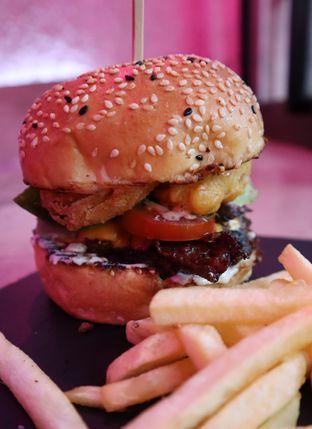 Foto 1 - Makanan(Redemption (IDR 99k) ) di Dope Burger & Co. oleh Renodaneswara @caesarinodswr