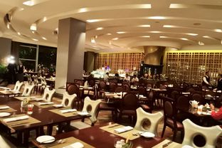Foto 38 - Interior di The Cafe - Hotel Mulia oleh Andrika Nadia