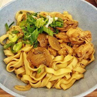 Foto 2 - Makanan(Bakmi Lebar Ayam Jamur) di Bakmi Terang Bulan (Sin Chiaw Lok) oleh felita [@duocicip]