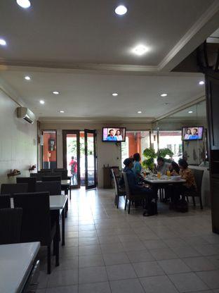 Foto 5 - Interior di Gunungmas Seafood Family Resto oleh Rani Nathania