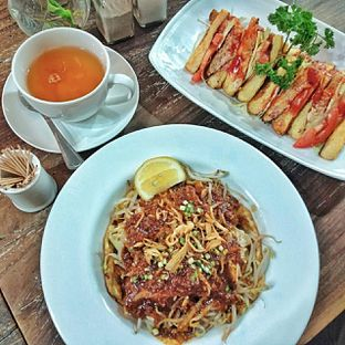 Foto 6 - Makanan di PLUIE Cafe & Resto oleh duocicip