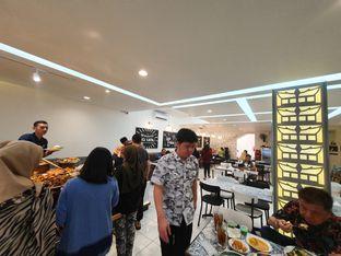 Foto 7 - Interior di Nasi Kapau Juragan oleh Makan2 TV Food & Travel
