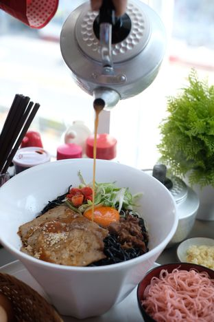 Foto 1 - Makanan di Universal Noodle Ichiro Chazuke Ramen Market oleh Nanakoot
