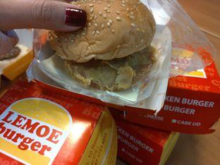 Foto 1 - Makanan di Lemoe Burger oleh Cecilia Octavia
