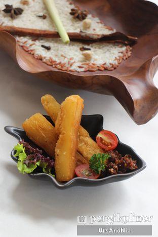 Foto 10 - Makanan(Singkong goreng sambal roa) di Rantang Ibu oleh UrsAndNic