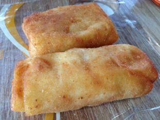 Foto 2 - Makanan(Risol) di Michelle Bakery oleh awakmutukangmakan
