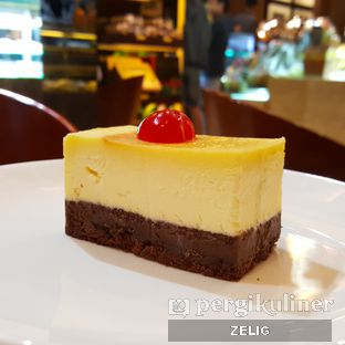Foto 1 - Makanan(Cheesecake Brownie (31k)) di The Harvest oleh @teddyzelig