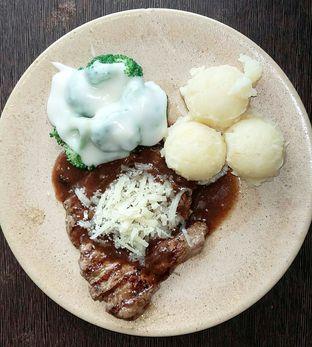 Foto 4 - Makanan(Tenderloin Parmigiana (IDR 60,600 - Nett)) di Suis Butcher oleh Rinni Kania