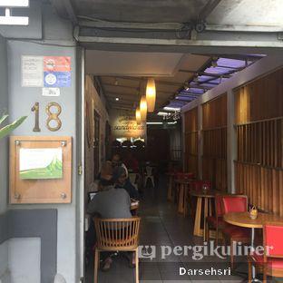 Foto 12 - Interior di Mom's Artisan Bakery oleh Darsehsri Handayani