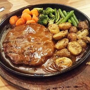 Foto 2 - Makanan(Grandma Steak) di Cafe MKK oleh felita [@duocicip]