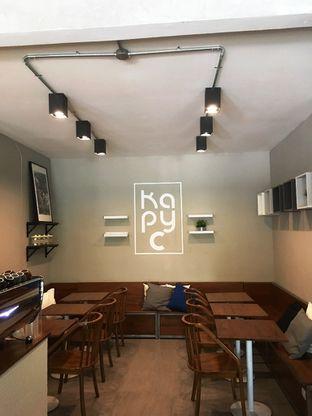 Foto 2 - Interior di Kapyc Coffee & Roastery oleh Prido ZH