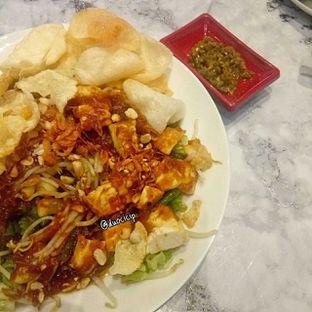 Foto 4 - Makanan(Medanese fried tofu salad) di Garage Cafe oleh duocicip