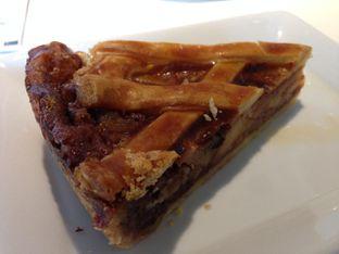 Foto 3 - Makanan(Apple Cake) di IKEA oleh awakmutukangmakan