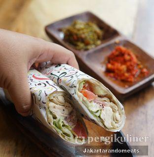 Foto 1 - Makanan di Emado's Shawarma oleh Jakartarandomeats