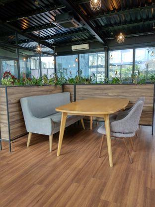 Foto 7 - Interior di Kaca Coffee & Eatery oleh Ika Nurhayati