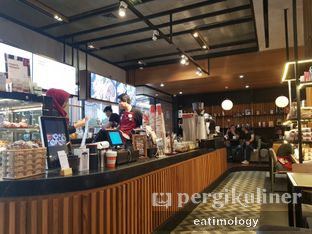Foto 6 - Interior di Anomali Coffee oleh EATIMOLOGY Rafika & Alfin