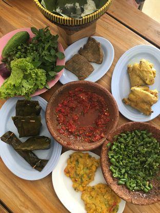 Foto 4 - Makanan di RM Ibu Haji Cijantung oleh Yuni