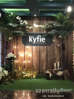 Foto 1 - Interior di The Kyfie Kitchen oleh riamrt
