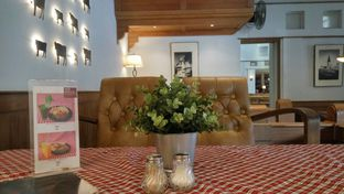 Foto 4 - Interior(Table) di Suis Butcher oleh Fadhlur Rohman