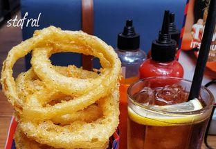 Foto 5 - Makanan di Le Burger oleh Stanzazone