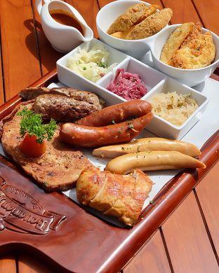 Foto review Bavarian Haus Bratwurst & Grill oleh Andrika Nadia 2
