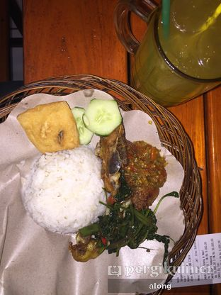 Foto 10 - Makanan(Ayam Kampung + Nasi) di Ayam Goreng Nelongso oleh #alongnyampah