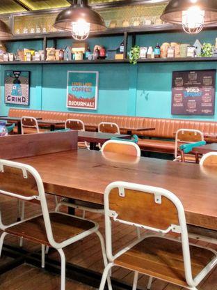 Foto 2 - Interior di Djournal Coffee oleh Ika Nurhayati