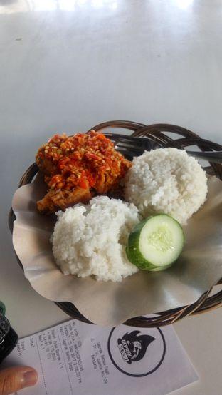 Foto 1 - Makanan(Paket Ayam Geprek + Nasi) di Geprek Bensu oleh Fadhlur Rohman