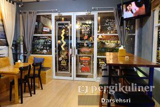 Foto 8 - Interior di Pikot Coffee & Resto oleh Darsehsri Handayani