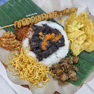 Foto 2 - Makanan(Nasi cumi komplit spicy) di Nasi Cumi Hitam Madura Pak Kris oleh Stellachubby