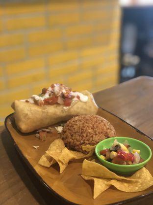 Foto 3 - Makanan(Chimichangas) di Gonzo's Tex Mex Grill oleh YSfoodspottings
