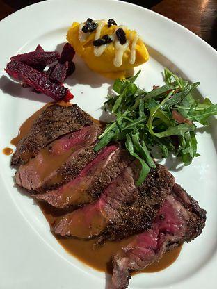 Foto 2 - Makanan di Roosevelt - Hotel Goodrich Suites oleh Duolaparr